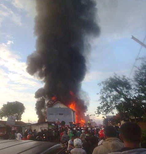 Puluhan  Ruko di Pasar Inpres Ruteng Hangus Terbakar