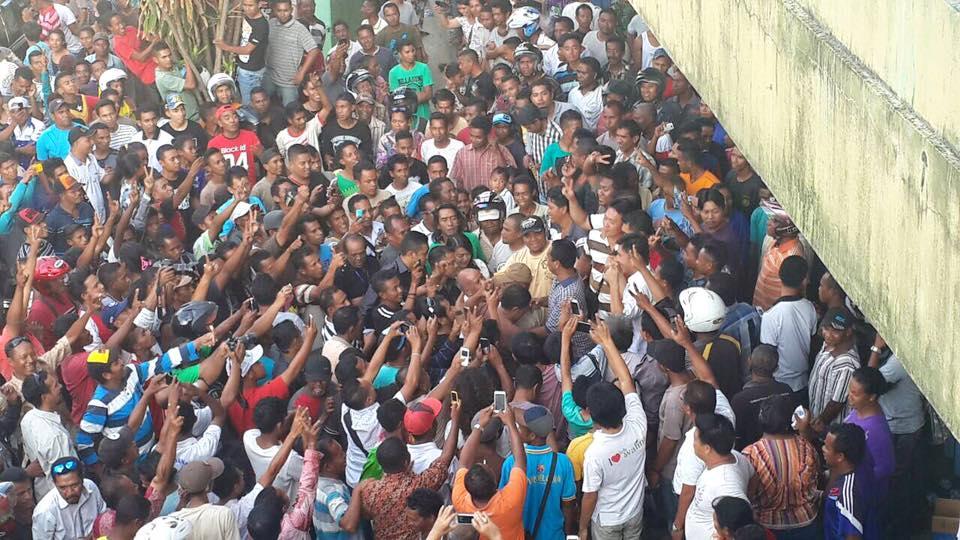 Ribuan masa pendukung paket Sahabat berkumpul sambil bersorak gembira. (Ist)