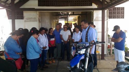 Dengan Naik Motor Trail, Veki Lerik Daftarkan Diri di Partai Gerindra