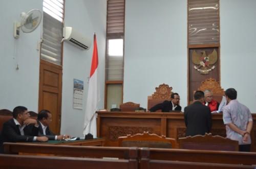 KPK Tak Hadir, Sidang Gugatan Praperadilan Dira Tome Ditunda