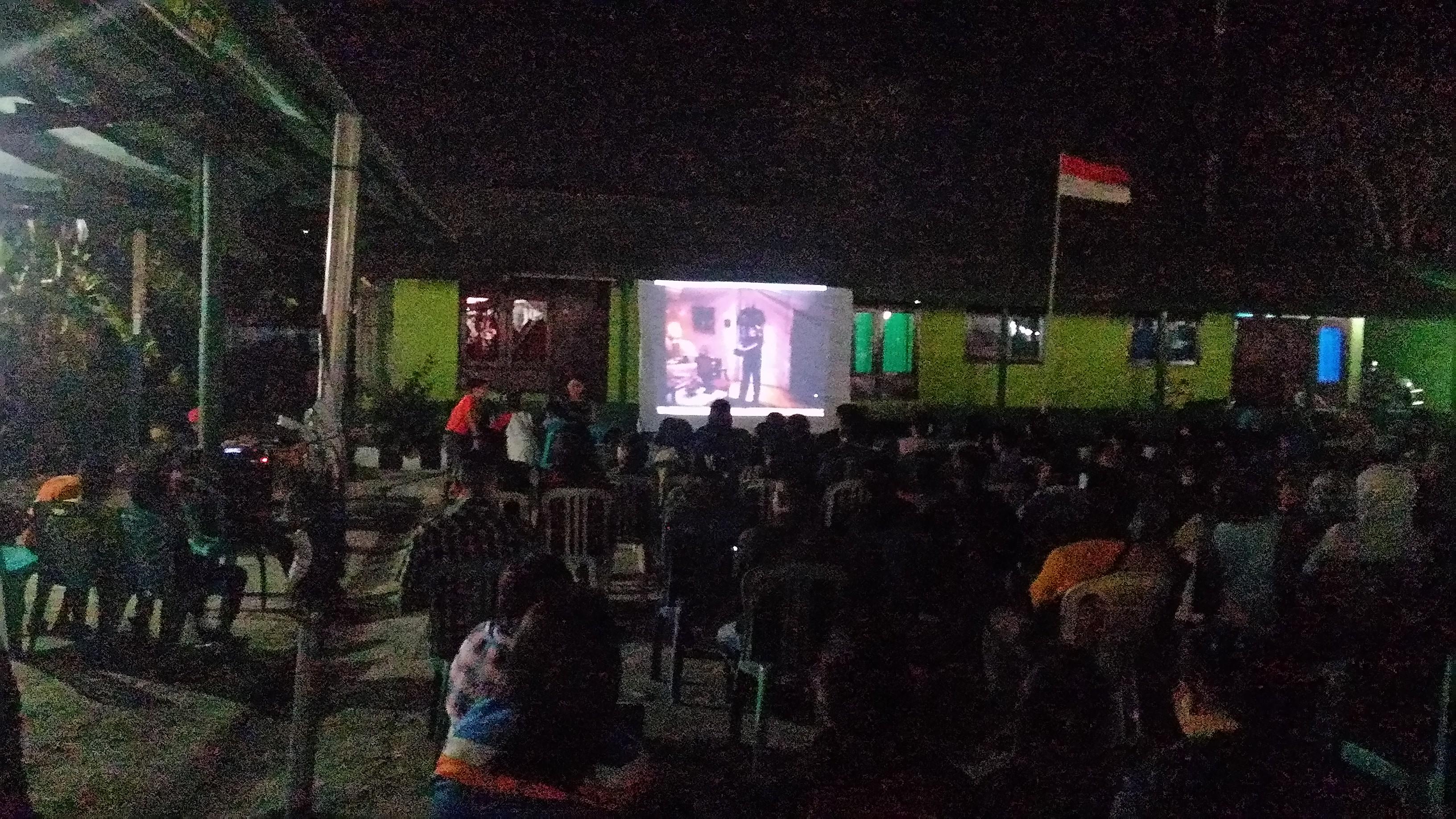 Nonton bareng film G30S PKI di Markas Koramil 1604-01 Kupang. (Ist)