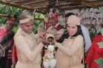 Konsep Unik Pernikahan di Alor, Mempelai Gunakan Busana dari Kulit Kayu