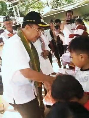 Puluhan Ribu Siswa dapat Seragam Gratis dari Pemkot Kupang