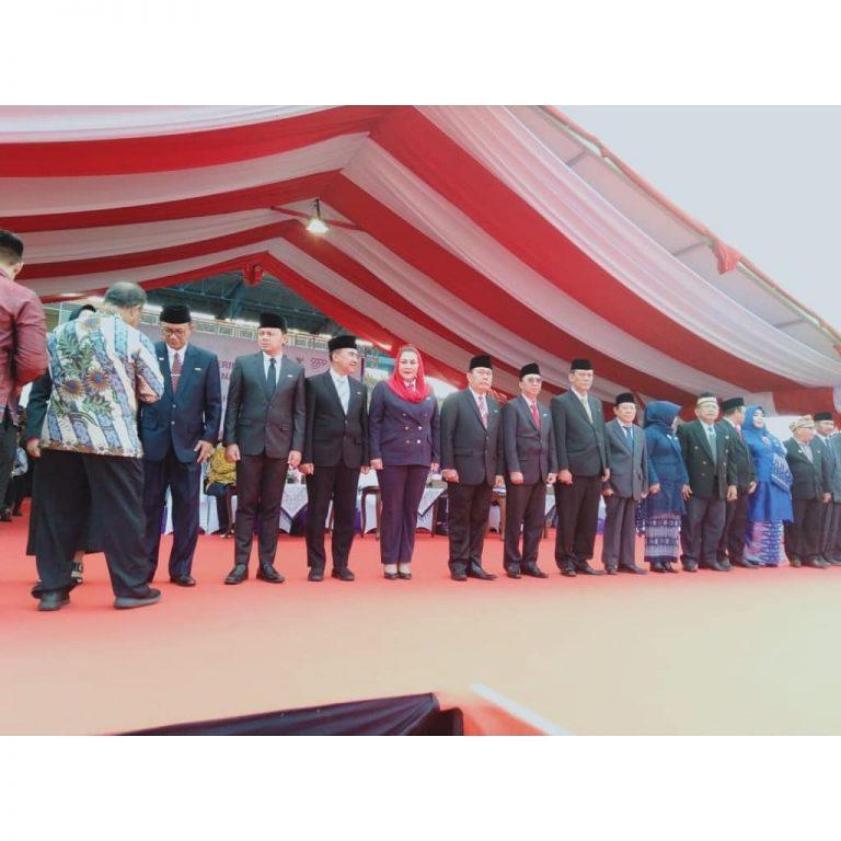 Wali Kota Kupang bersama sejumlah Kepala Darrah penerima penghargaan. (Ist)