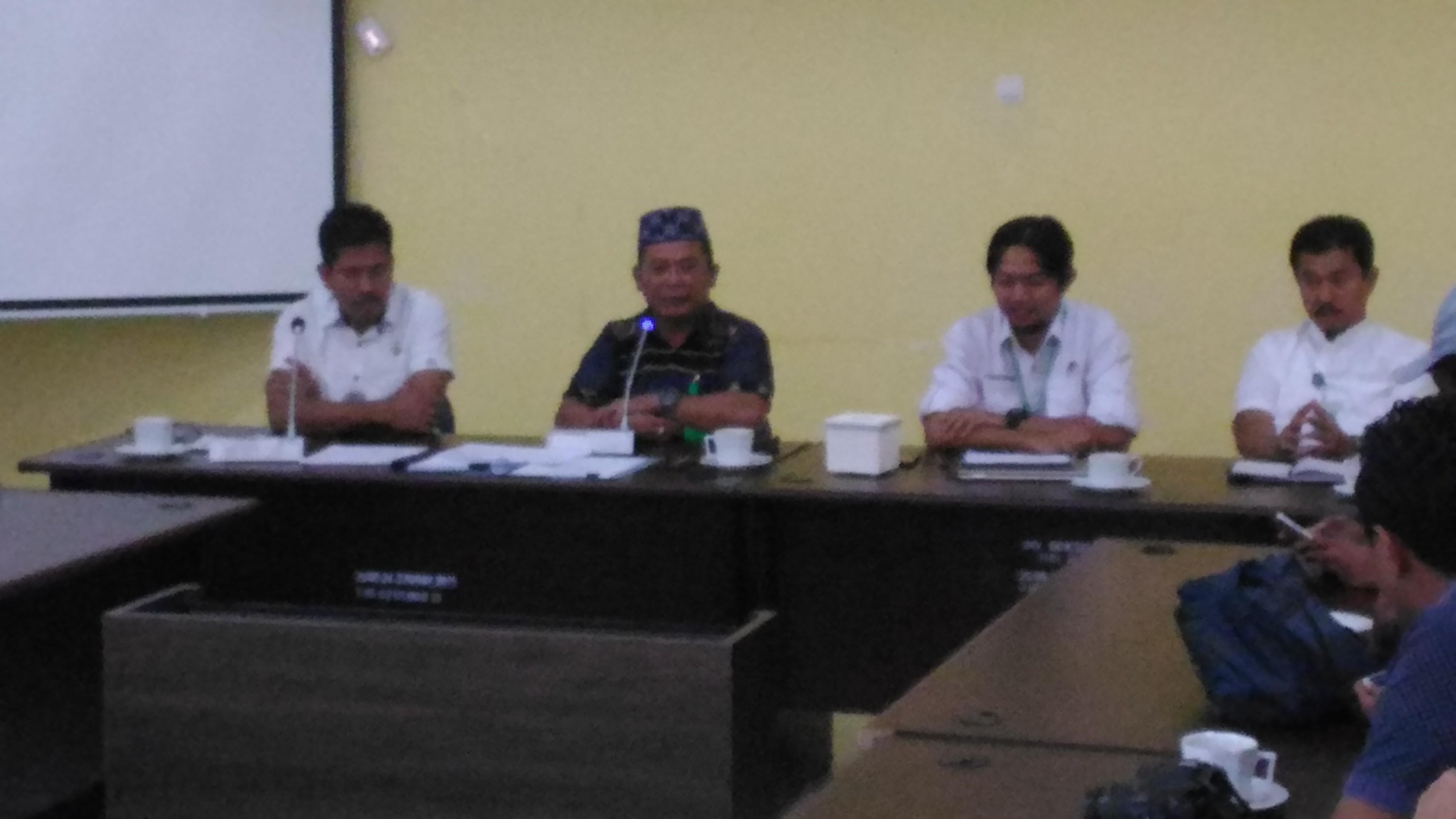 Kepala BKSDA NTT bersama jajaran saat memberikan keterangan pers terkait rencana pelepasliaran satwa yang dilindungi. (Ist)