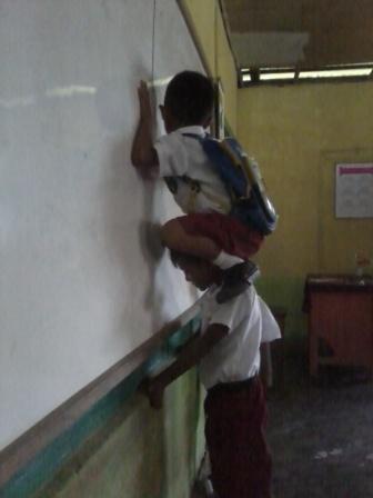 Depresi Mengajar Murid Nakal, Guru ini Terima Kompensasi Rp 8,5 Miliar