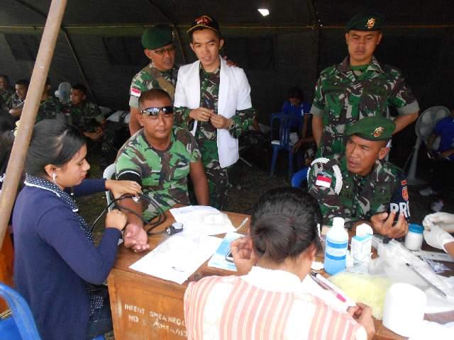 Aksi donor darah anggota TNI di TTU. (Lius Salu/BN)