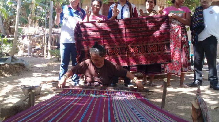 Cagub Benny K Harman di Mata Pengrajin Tenun Ikat Talibura