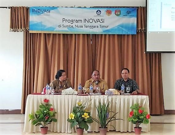 Kadis Pendidikan dan Kebudayaan SBD, Wakil Bupati SBD dan Provincial Manager INOVASI untuk Sumba saat kegiatan Konsultasi Publik, 7 Agustus 2018. (Ist)
