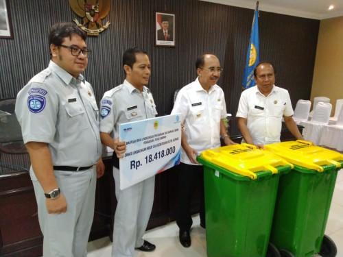 Jasa Raharja NTT Sumbang 24 Tong Sampah, Wali Kota Beri Apresiasi