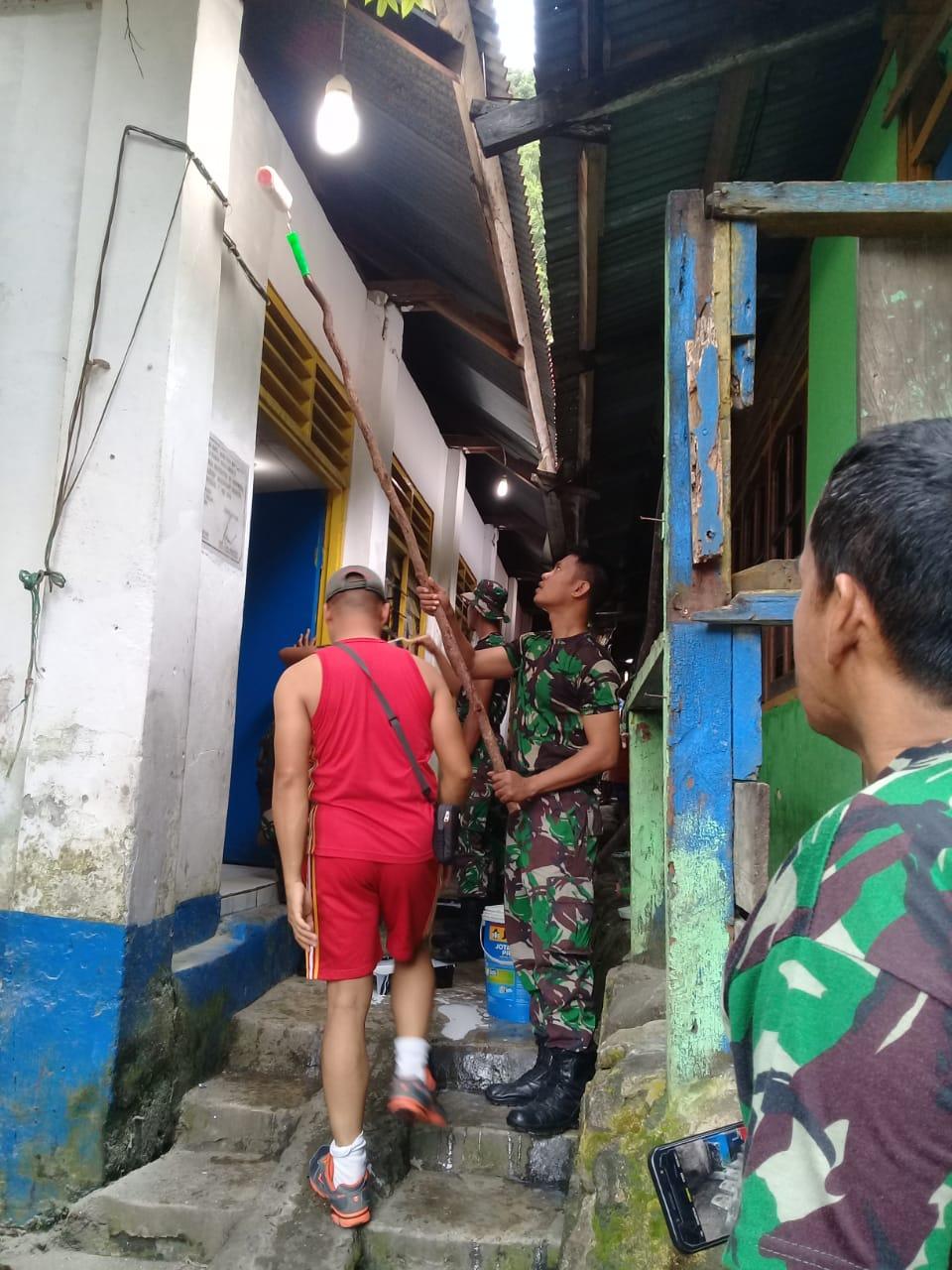 Kerja bhakti Program Pascasarjana STAKPN Sentani bersama anggota TNI AD dan masyarakat. (Ist)
