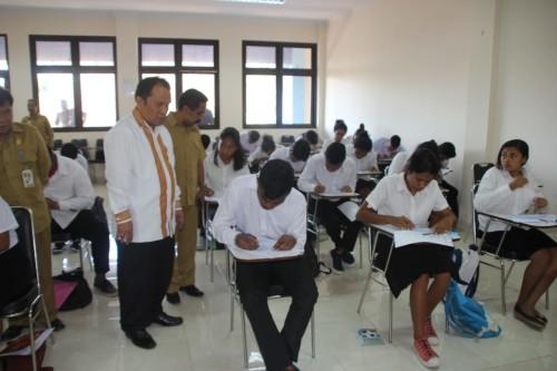 Sekertaris Ditjen Bimas Kristen Pantau Ujian PMB STAKN Kupang