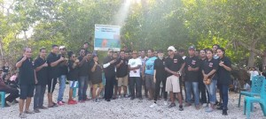 Aksi Bersih Pantai PH Foundation dan 'Beach Love Community' Rote Ndao