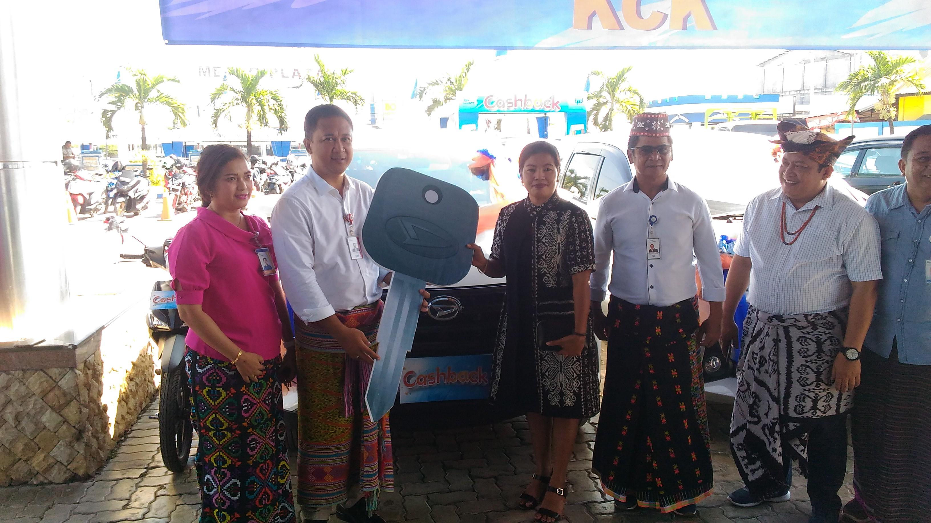 Kongregasi Suster CB RIT dan Pengrajin Tenun Raih Mobil 'Cashback' Bank NTT