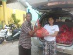 Anggota DPRD Termuda di Belu Bagi Bingkisan Natal untuk Masyarakat