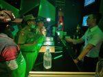 Kasat Pol PP Kota Kupang Tutup Paksa Tempat Karaoke Happy Puppy