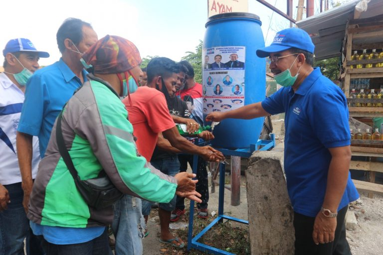 Partai Demokrat Pasang Wastafel Portable di Area Publik Kota Kupang