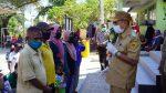 Wali Kota Kupang Pantau Penyerahan Bansos di Kecamatan Alak