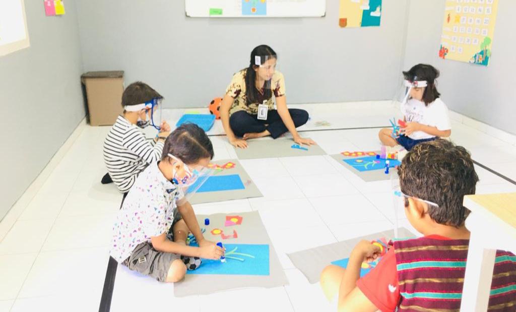 KBM di New Normal, Siswa Bouyant Montessori School Pakai Masker dan Face Shield