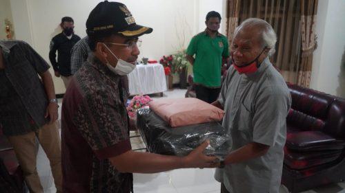 Wali Kota Kupang Sumbang Perlengkapan Ibadah untuk Tiga Gereja