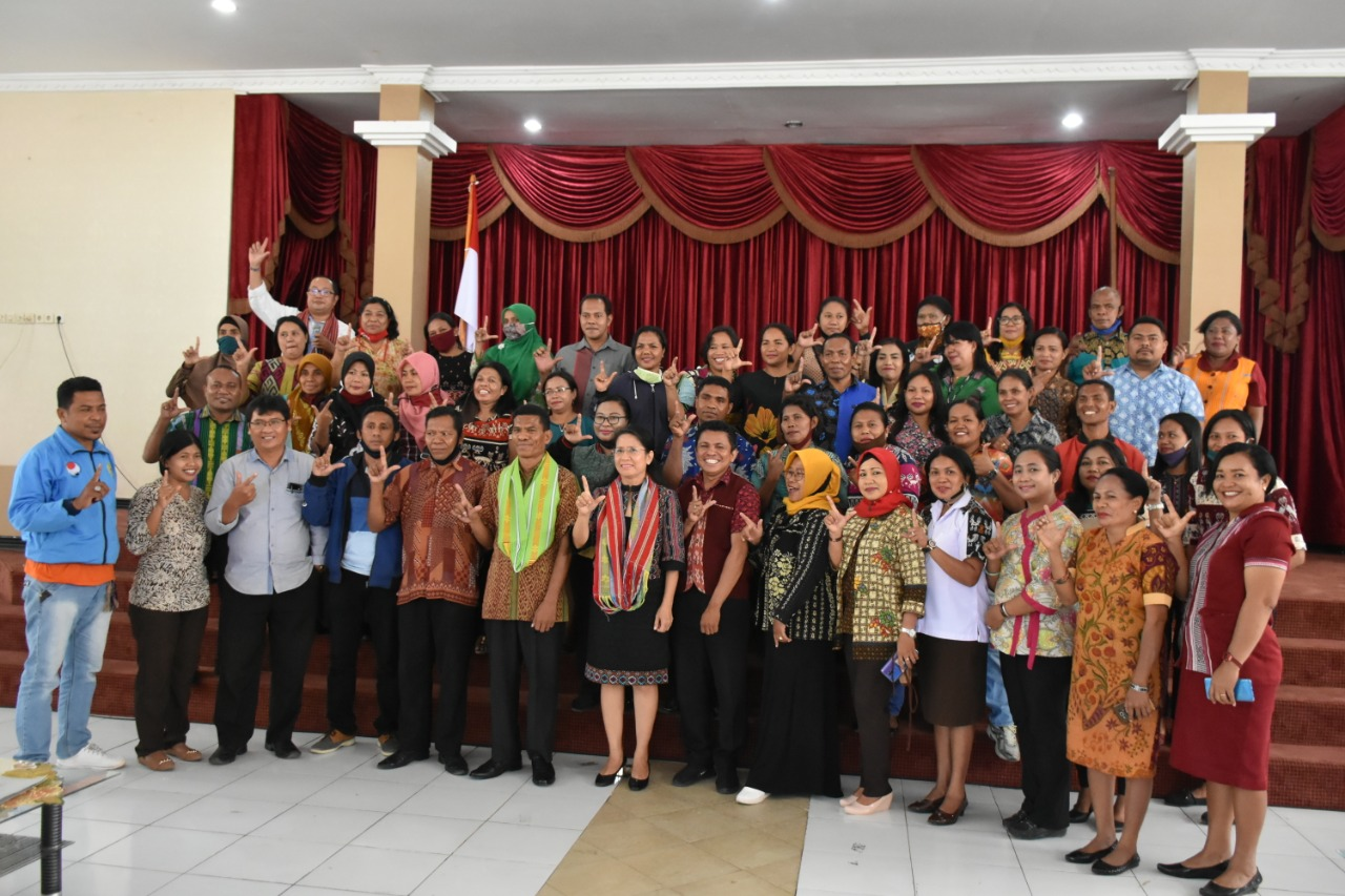 Nasib Guru Honorer jadi Perhatian Khusus Senator Hilda Riwu Kore-Manafe