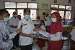 Pemkot Kupang Bantu Seragam dan Alat Tulis untuk Siswa SD